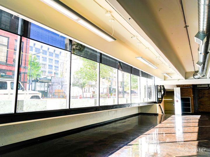 Vibrant Modern Meeting Room Photo 2