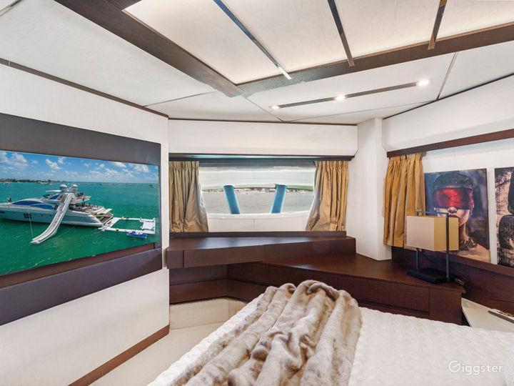 Tremendous, World-Class 103FT AZIMUT Party Yacht Space Events Photo 3