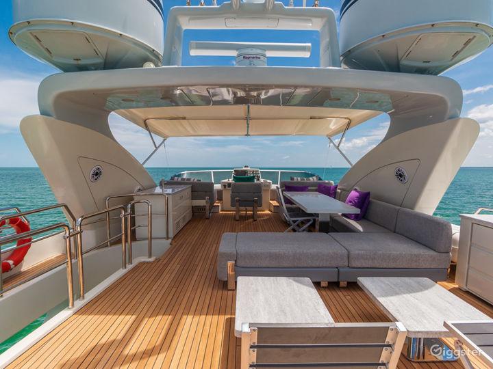 Tremendous, World-Class 103FT AZIMUT Party Yacht Space Events Photo 2