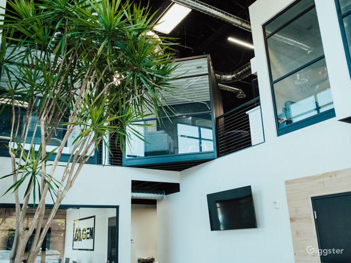 Modern office, B ball court, & fitness studio  Photo 5