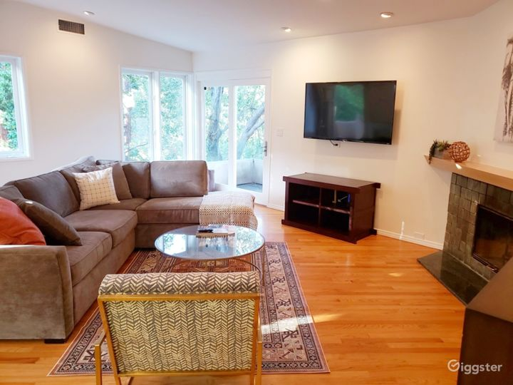 Hollywood Hills Home with Large Backyard Photo 2
