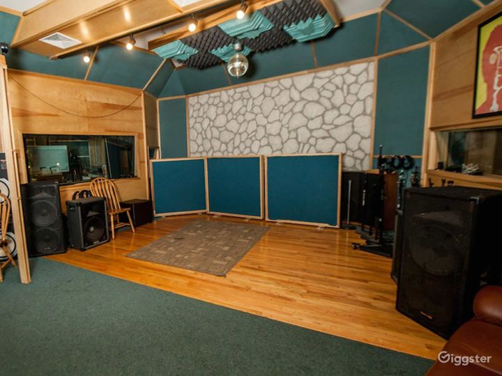 Live room for Events in Chicago Photo 5