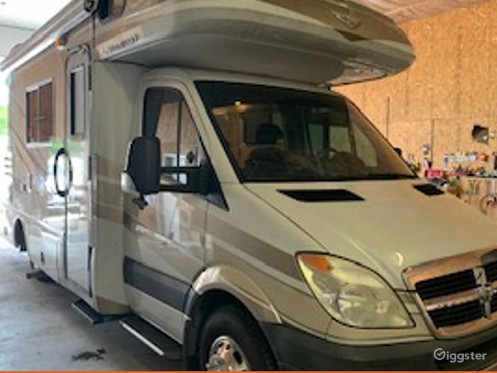 Unmatched and Relaxing 24sq ft 2010 Fleetwood Pulse Recreational Vehicle Photo 2
