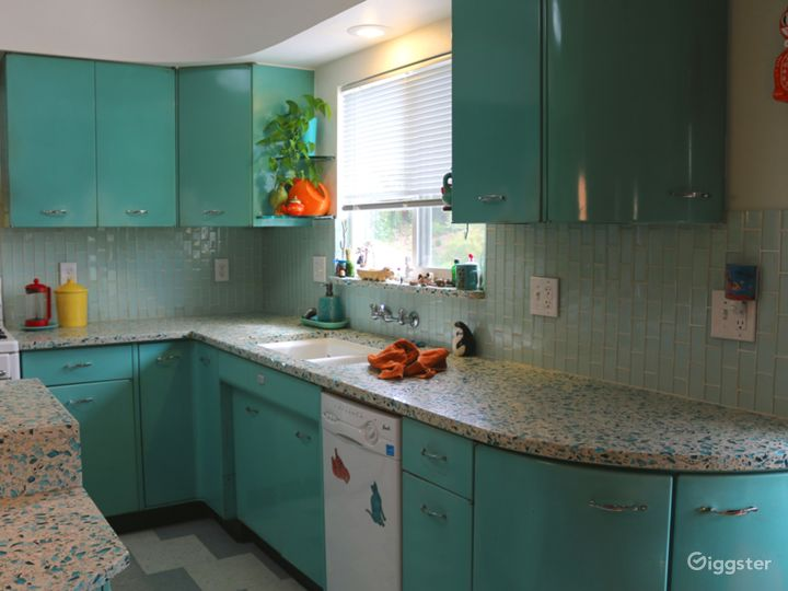 Colorful Retro Kitchen For Commercials Music Video Photo 4
