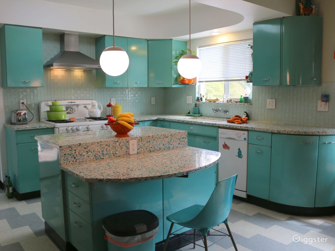 Colorful Retro Kitchen For Commercials, Demonstrat Photo 1