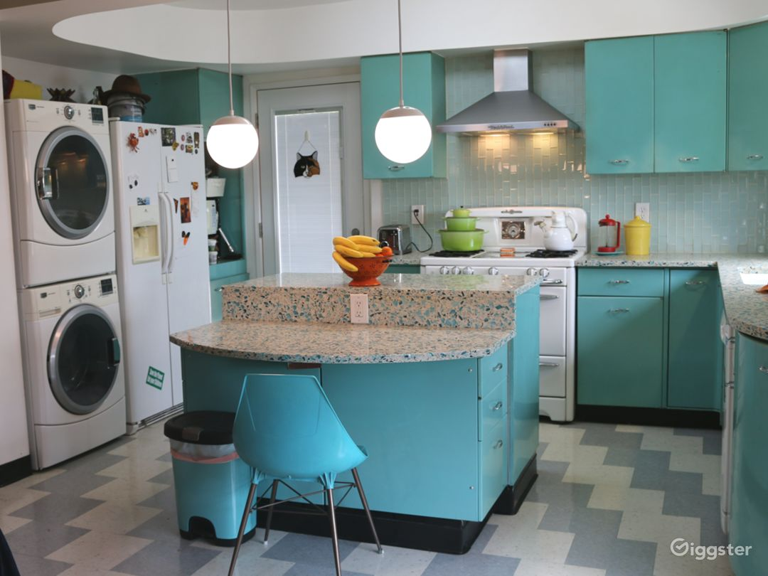 Colorful Retro Kitchen For Commercials, Demonstrat Photo 5