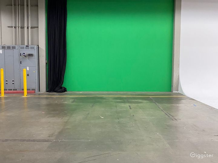 Stage A Green Screen 18'x 15'.5'h