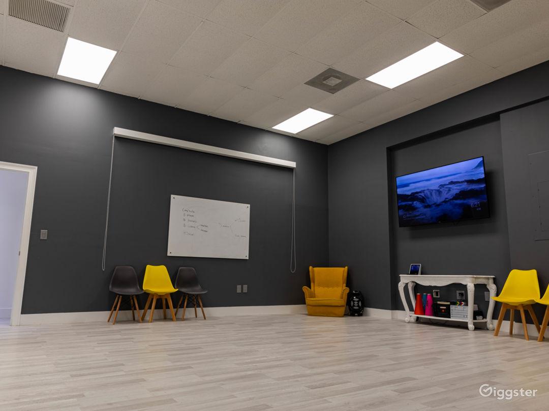 Vibrant Photo Studio Photo 1