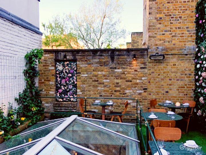 An Elegant Rooftop Terrace overlooking Chelsea Townhouses Photo 5