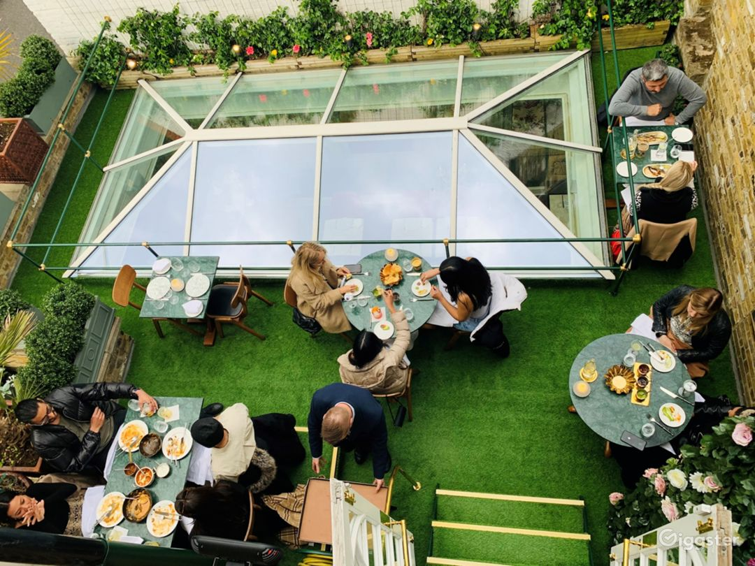 An Elegant Rooftop Terrace overlooking Chelsea Townhouses Photo 1