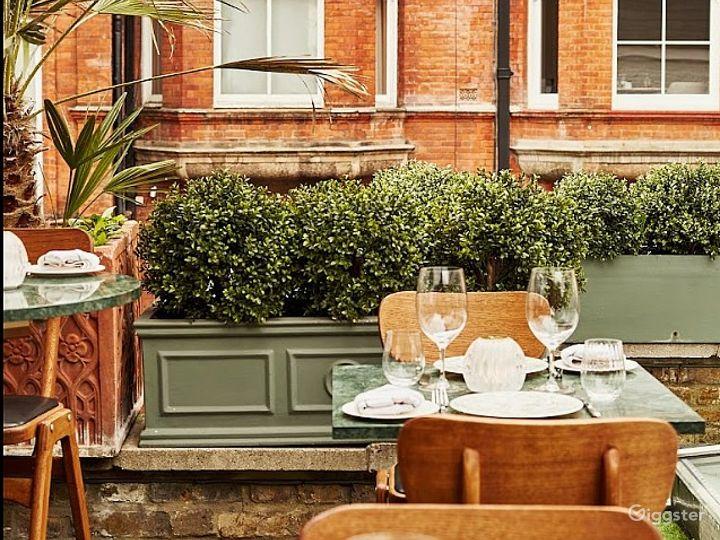An Elegant Rooftop Terrace overlooking Chelsea Townhouses Photo 3