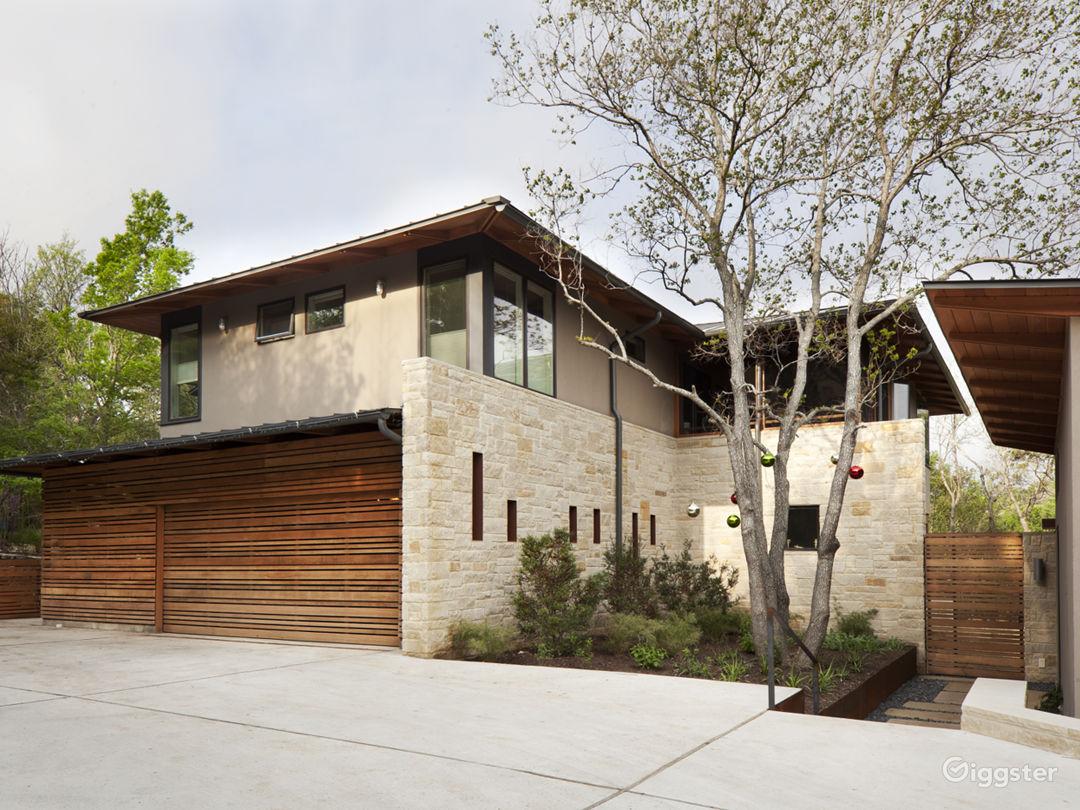 Stunning architectural modern home. Photo 1