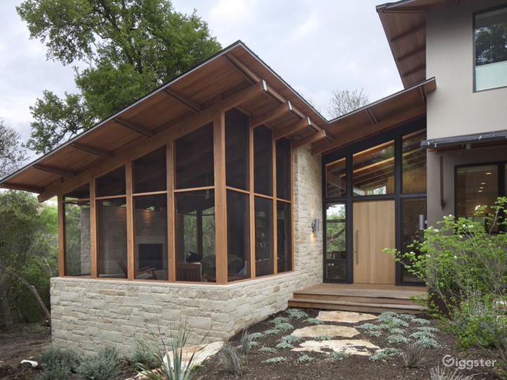 Stunning architectural modern home. Photo 4
