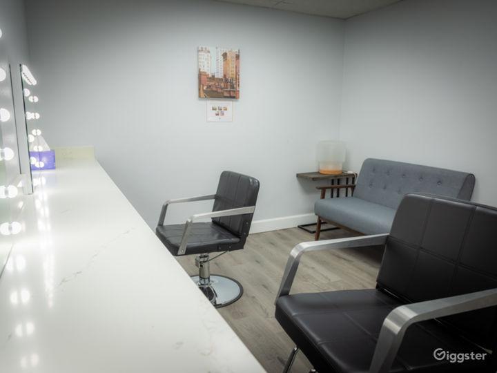 White CYC Stage / Studio Photo 5
