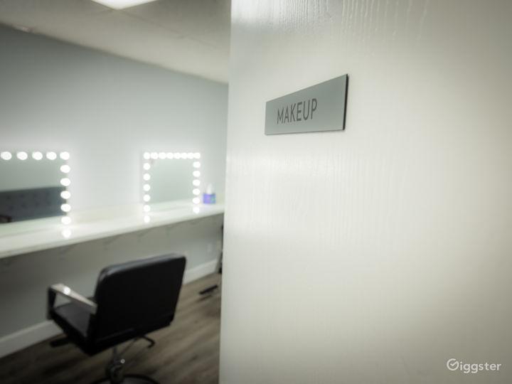 White CYC Stage / Studio Photo 4