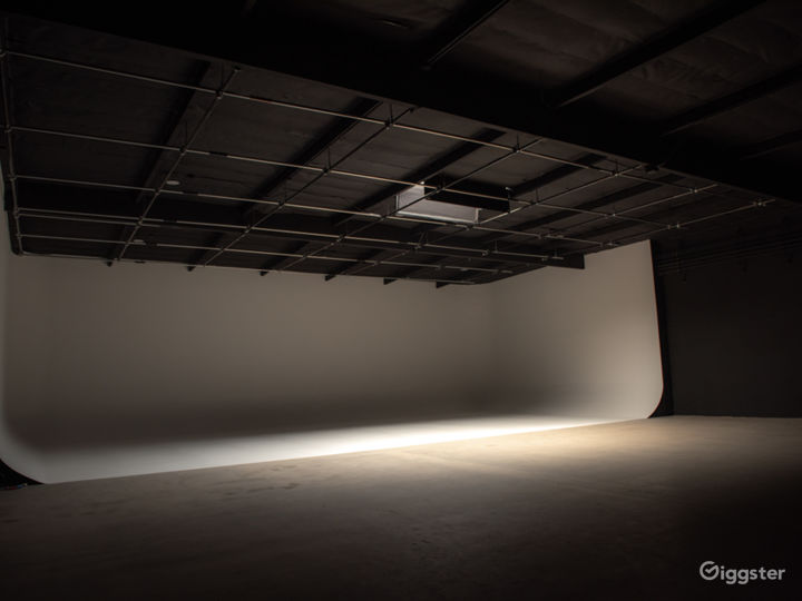 White CYC Stage / Studio Photo 3