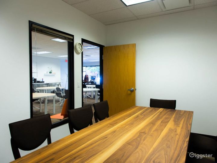 Simplistic Private Space (Meetings Only) Photo 2