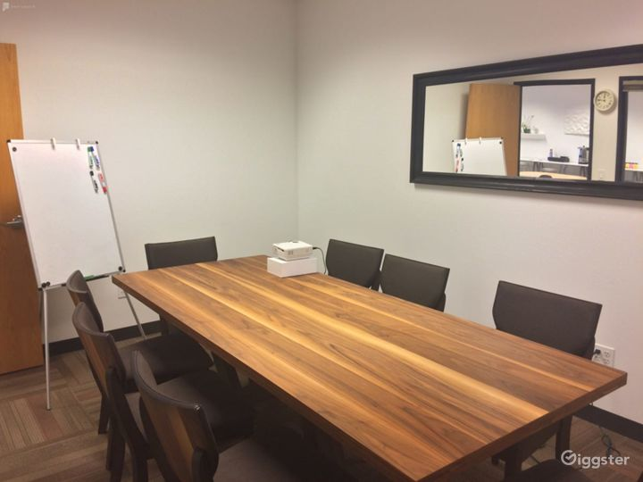 Simplistic Private Space (Meetings Only) Photo 5