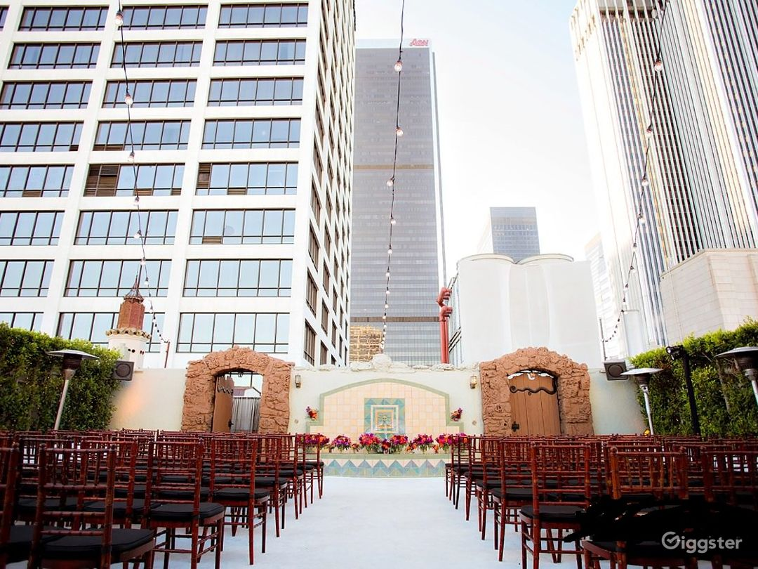 Historic High Rise Penthouse and Patio Terrace Photo 5