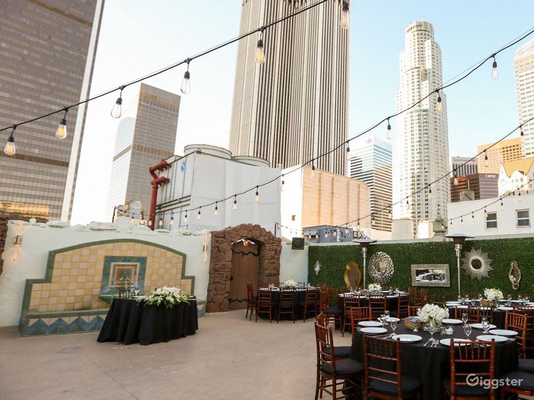 Historic High Rise Penthouse and Patio Terrace Photo 2