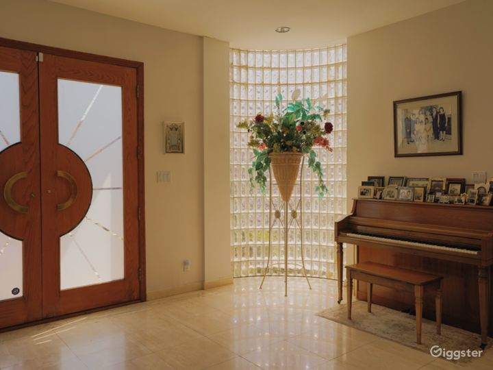 Cube tile window and a graphic set of wood doors. Piano can be moved.