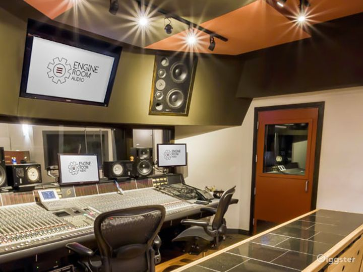 State-of-the-art Mezzanine Studio and Live Room Photo 2