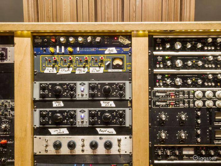 State-of-the-art Mezzanine Studio and Live Room Photo 4