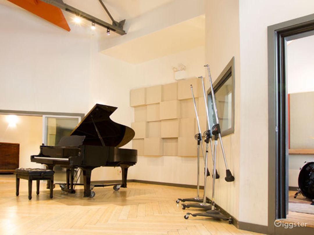 State-of-the-art Mezzanine Studio and Live Room Photo 1