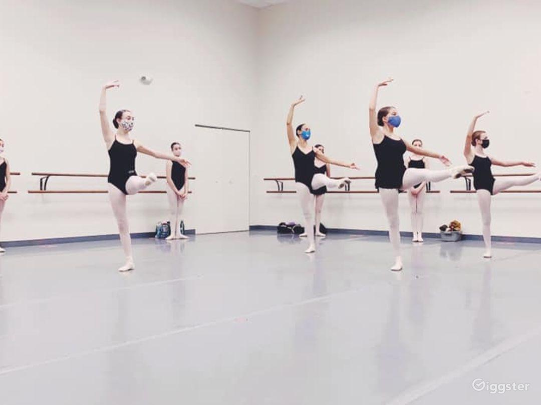 Spacious and Beautiful Ballet Studio Photo 1