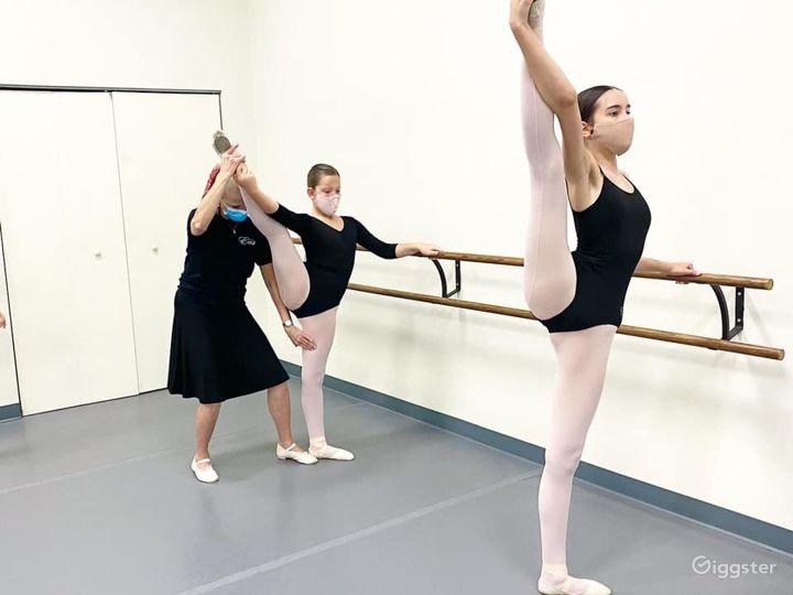 Spacious and Beautiful Ballet Studio Photo 5