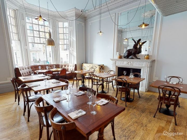 Bright & Airy Restaurant in Cromwell Road, London Photo 3