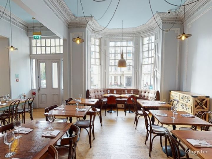 Bright & Airy Restaurant in Cromwell Road, London Photo 4