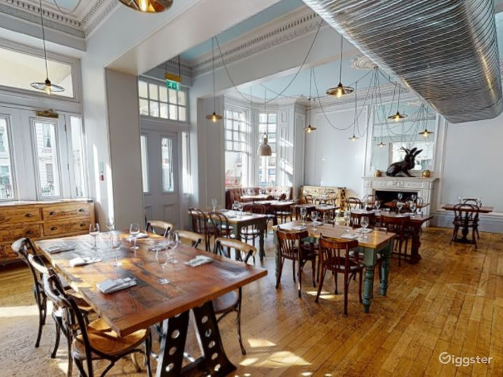 Bright & Airy Restaurant in Cromwell Road, London Photo 2