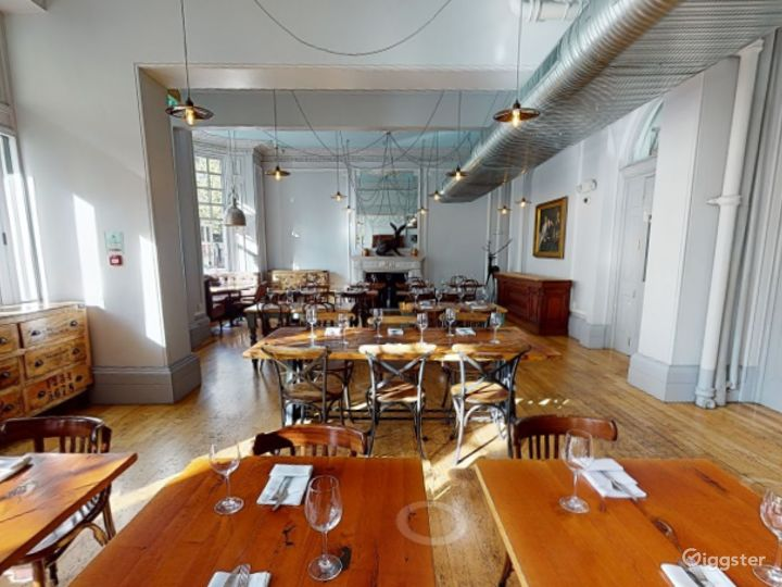 Bright & Airy Restaurant in Cromwell Road, London Photo 5