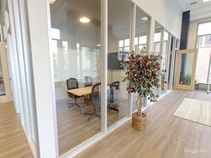 Medium Meeting Room in San Rafael Photo 4