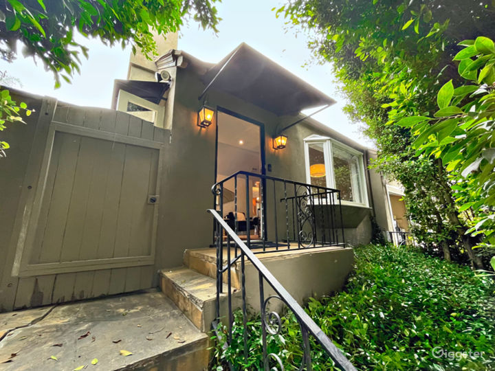 Hedged Home w/ Neutral Backdrops and Natural light Photo 4