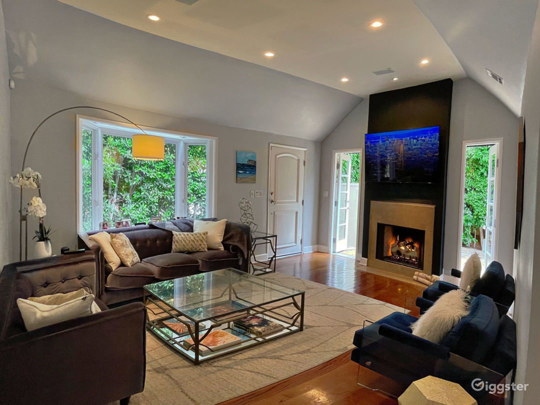 Hedged Home w/ Neutral Backdrops and Natural light Photo 1