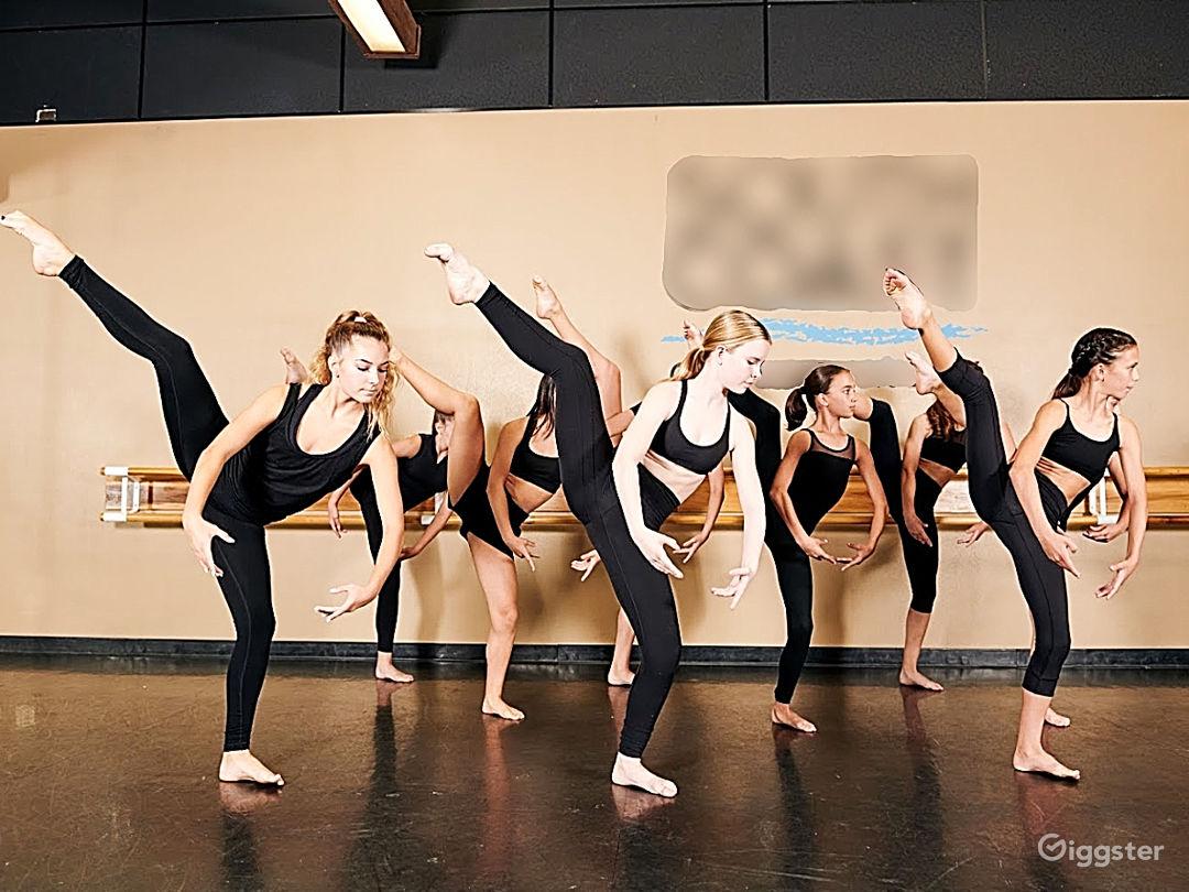 Studio 8  Photo 1