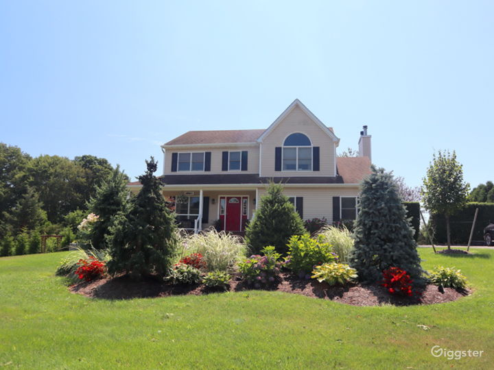 Hamptons style home on the water: Location 5252 Photo 5