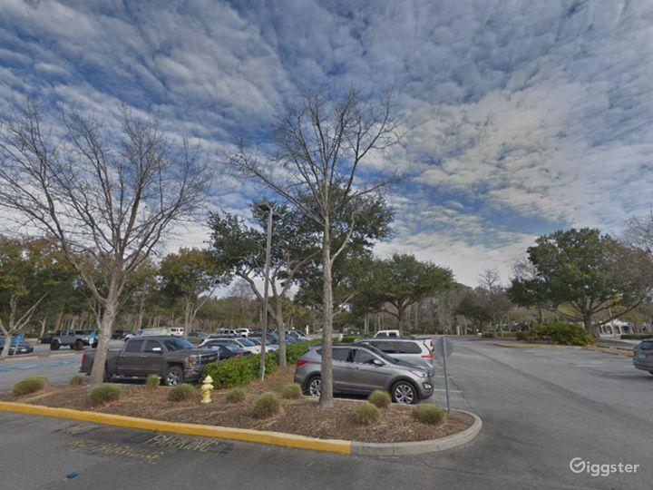 Spacious Parking Lot in Hilton Head Photo 4
