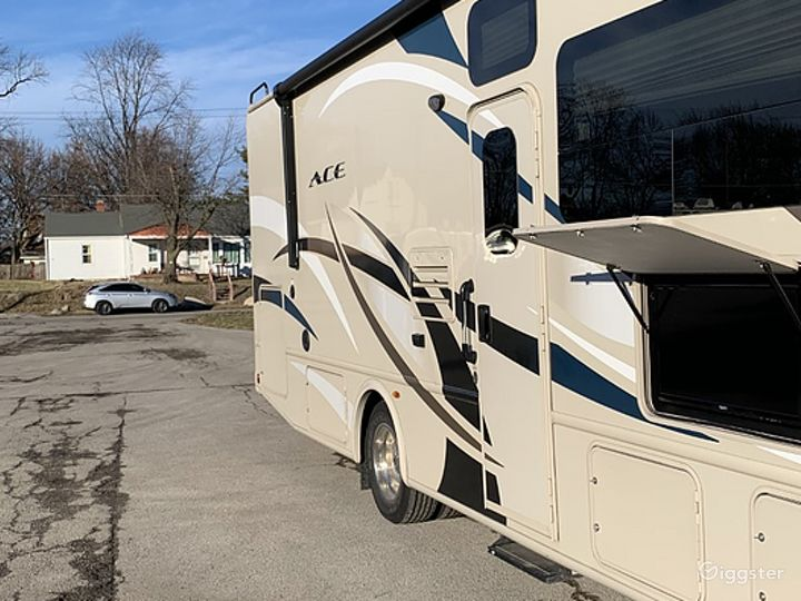 Huge and Beautifully Designed 30sq ft 2017 Ace 30 Class A Recreational Vehicle Photo 2