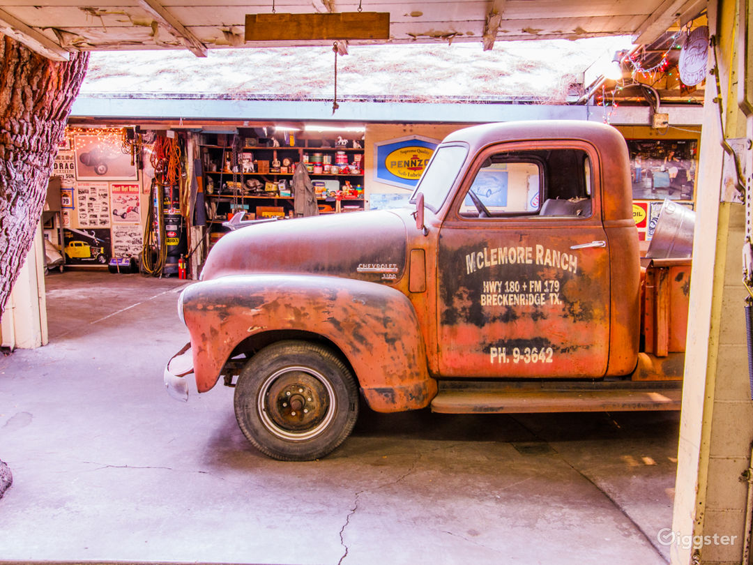 1940s era Vintage Americana Garage space, work shop and speed shop areas totaling 4,000 sq ft with on-site picture cars!