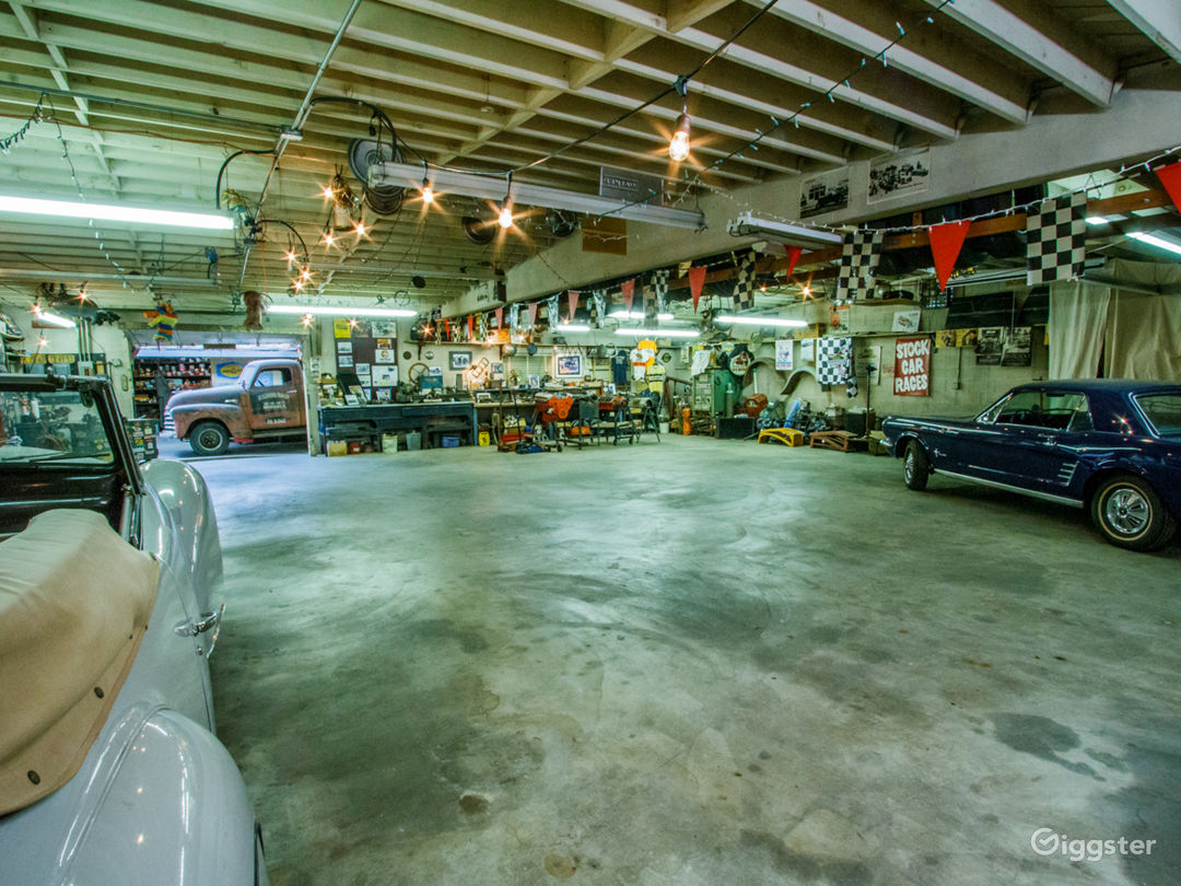 Huge and open garage space  with high ceiling provides many options