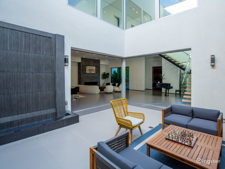 Tiffs Palace | 8,500 sqft Modern Mansion | Encino  Photo 3