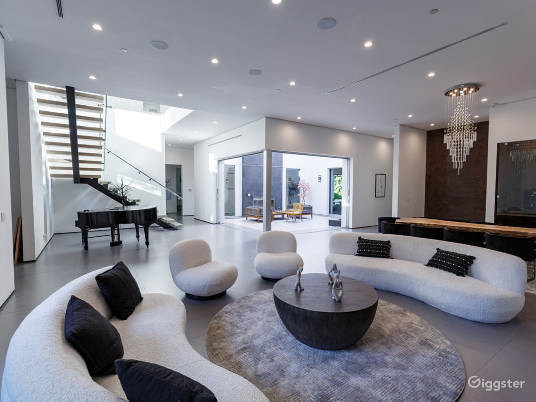 Tiffs Palace | 8,500 sqft Modern Mansion | Encino  Photo 1