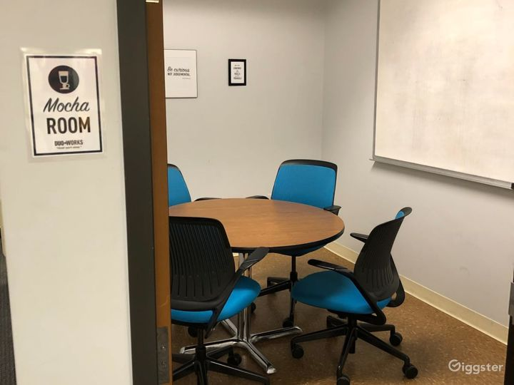 Mocha-Simple Meeting Room for up to 3 People Photo 2