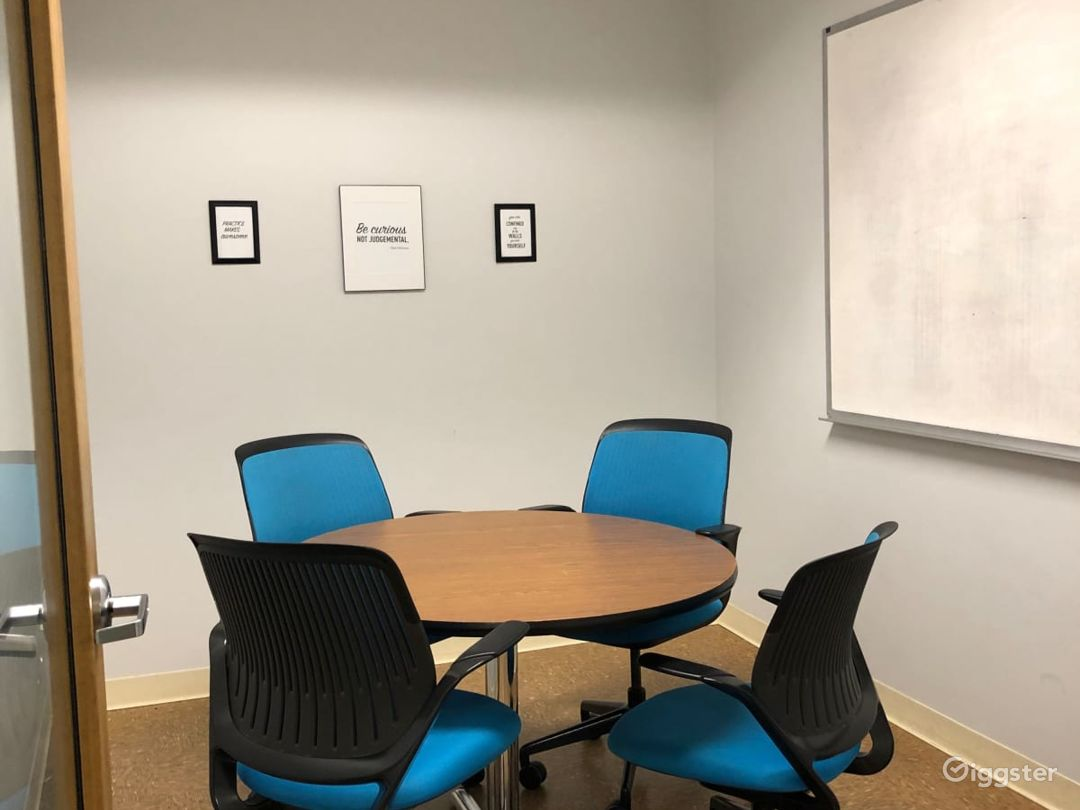 Mocha-Simple Meeting Room for up to 3 People Photo 1