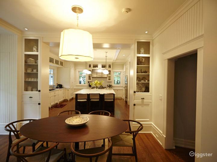 Large contemporary suburban home: Location 5056 Photo 4