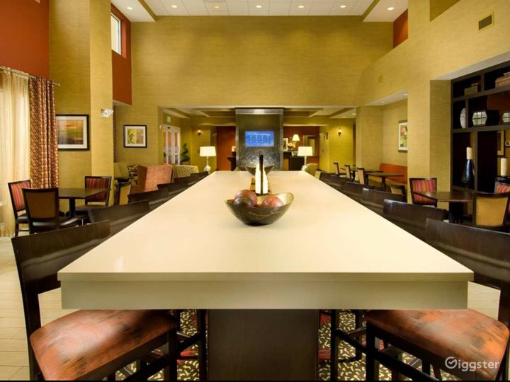 A Cozy and Warm Hotel Lounge in Lakeland Photo 3