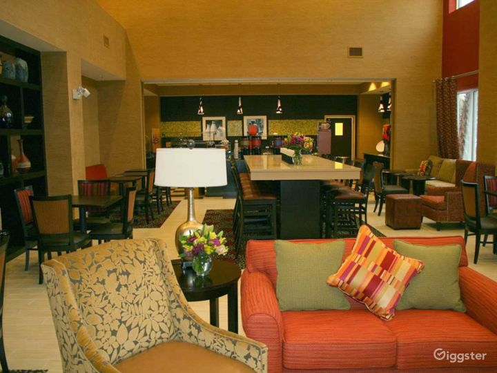 A Cozy and Warm Hotel Lounge in Lakeland Photo 4